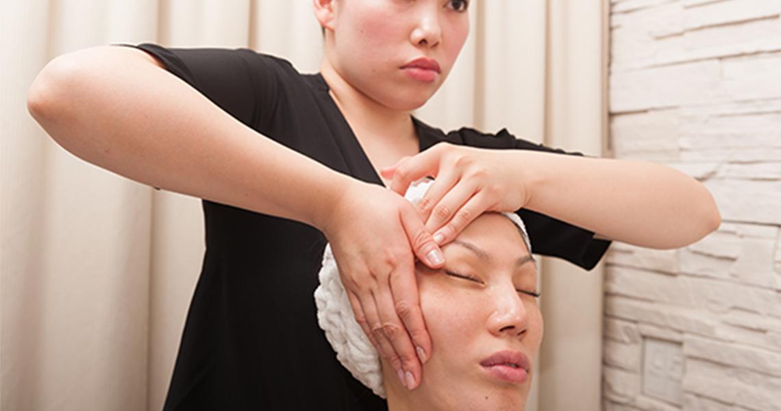 静岡市の痩身・小顔専門エステの顔頭筋ストレッチリフト