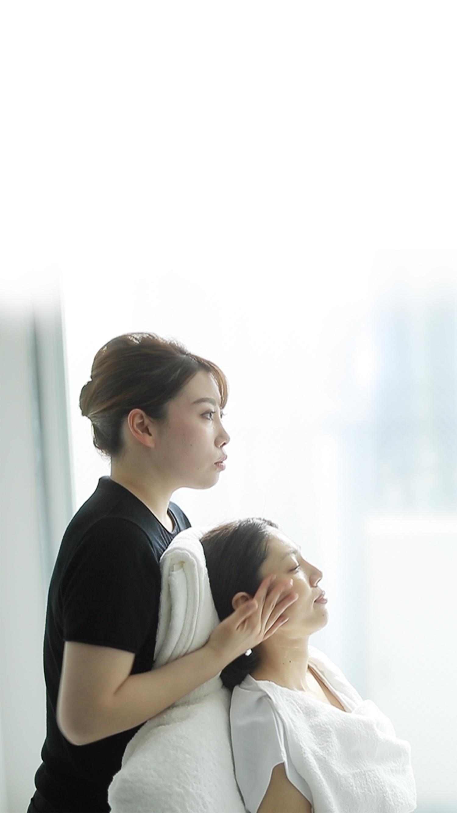 静岡市の痩身・小顔専門エステ施術風景01